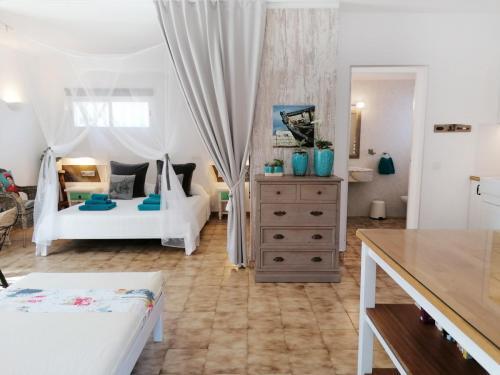 CASITA JOANA 2020 Formentera -  living and sleeping Area